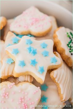 Simple cookies for cutting out Easy Christmas Cookie Recipes, Xmas Food, Christmas Baking, Baking Recipes, Dessert Recipes, Desserts, Tasty Bakery, Easy Bake Oven, Austrian Recipes