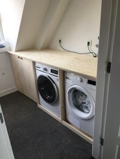 Ombouw wasmachine en droger Haarlem Tiny Laundry Rooms, Laundry Room Design, Stair Makeover, Laundry Room Inspiration, Small Bathtub, Loft Room, Home Reno, Home Hacks, Home Bedroom