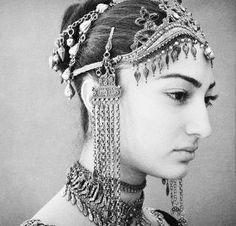 ✤ portrait de jeune arménienne en bijoux traditionnel ✤ (jewelry)