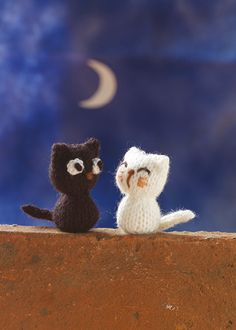 Knit this cute little black cat that would be great to give as a gift and ideal for using up oddments of yarn. The pattern is suitable for knitters of all abilities with instructions to knit a white cat as well. Knitting For Kids, Knitting Projects, Baby Knitting, Knitting Patterns, Knitted Animals, Autumn Crafts, Rubber Duck, Baby Boy, Teddy Bear