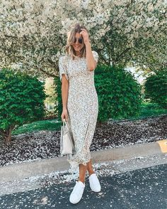 Amazing Spring Outfits To Wear Now Dress And Sneakers Outfit, Midi Dress Outfit, Floral Dress Outfits, White Floral Dress, Casual Dresses, Short Floral Dress, Casual Church Outfits, Rome Outfits, Fashion Outfits