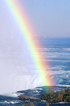 Rainbow over Niagara Falls, New York; photo by Joe Sohm 1 of my favorite places Rainbow Sky, Love Rainbow, Over The Rainbow, Rainbow Promise, Rainbow Colors, What A Wonderful World, Beautiful World, Beautiful Places, Beautiful Pictures