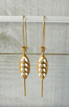 Feather Earrings, Wire Earrings, Tassel Earrings, Hair Jewelry, Jewelry Bracelets, Bijoux Diy, Beads And Wire, Handmade Jewelry, Etsy