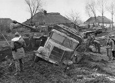 SS Panzer Division Leibstandarte Adolf Hitler Tigers and stuck truck MAN ML4500 in Vinnitsa. Ukraine, November 1943.