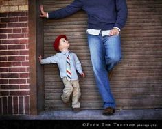 32 Wonderful, Creative and Unique Ways To Take A Family Photos. You'Re Gonna Love This. {Father and son photo! Poses Photo, Picture Poses, Family Posing, Family Portraits, Family Pics, Unique Family Photos, Love Photography, Children Photography, Cute Photos