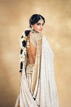 Ideas For Indian Bridal Hair Style Updo Sonam Kapoor Indian Wedding Outfits, Bridal Outfits, Indian Outfits, Indian Wedding Hair, Indian Attire, Indian Wear, Indian Bridal Wear, Tribal Fusion, Indian Bridal Hairstyles