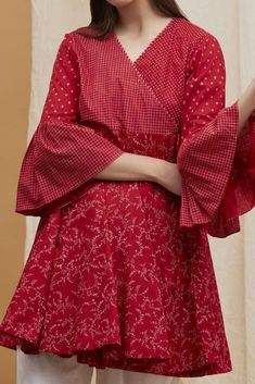 Stylish Dresses For Girls, Frocks For Girls, Stylish Dress Designs, Simple Dresses, Girls Dresses, Simple Pakistani Dresses, Pakistani Dress Design, Pakistani Outfits, Pakistani Clothing