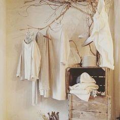 主にリネン素材を使用したnest Robeのアイテムたちは、ナチュラルでシンプル。上質で着心地の良いお洋服を着て、心安らぐ素敵な毎日を送ってみませんか?