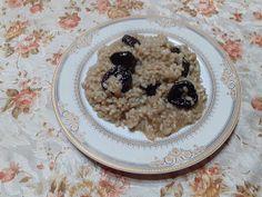 Retete cu margareta cismasiu: Mancare de orez cu prune uscate Carne, Oatmeal, Breakfast, Food, The Oatmeal, Morning Coffee, Rolled Oats, Essen, Meals