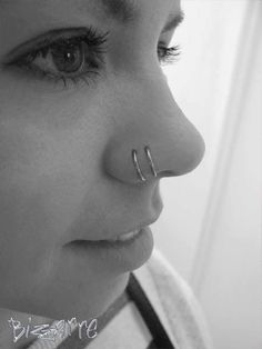Double Nose piercing is so cool, especially with just our plain Surgical Steel C. - Double Nose piercing is so cool, especially with just our plain Surgical Steel Continuous Rings. Piercings Corps, Two Nose Piercings, Cool Piercings, Facial Piercings, Labret, Double Piercing Nez, Piercings Bonitos, Statement Earrings, Stud Earrings