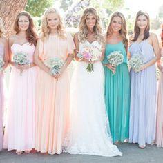 These mixed pastel bridesmaid dresses are fun + chic for this vintage Cali barn wedding! Y así no nos preocupamos por que color le queda a quien vrdd?? @Pauqui