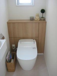 1階トイレの収納。 | すばらしい日々。 Bathroom Toilets, Bathroom Organisation, New Homes, Cleaning, Interior, House, Tiny Bathrooms, Toilet Decoration, Pallets