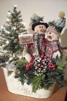 Snowman Decorations in our APP about Christmas Ideas, 90 Amazing Chris… Primitive Christmas, Noel Christmas, Rustic Christmas, Winter Christmas, Christmas Wreaths, Christmas Ornaments, Christmas Greenery, Christmas Lanterns, Country Christmas Crafts