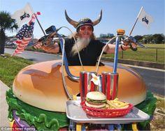 Harry Sperl e a sua Harley em forma de hambúrguer. Existe mesmo?