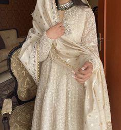 Pakistani Fashion Party Wear, Pakistani Wedding Dresses, Indian Wedding Outfits, Pakistani Outfits, Bridal Outfits, Dress Indian Style, Indian Fashion Dresses, Asian Fashion, Simple Pakistani Dresses