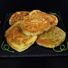 "This is ""Pancakes di zucchine"" by Al.ta Cucina on Vimeo, the home for high quality videos and the people who love them. Gourmet Recipes, Cooking Recipes, Healthy Recipes, Crab Apple Recipes, No Cook Meals, Italian Recipes, Food Videos, Food Porn, Food And Drink"
