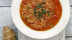 Macht satt ohne zu beschweren: Tomatensuppe mit Couscous | http://eatsmarter.de/rezepte/tomatensuppe-mit-couscous