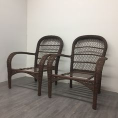 Coco Brown: This is the perfect rich and delicious chocolate brown. Coco Brown is beautiful as a solid colour and glazed or antiqued over another colour. Patio Chairs, Chalk Paint, Wicker, Brown, Painting, Outdoor, Furniture, Home Decor, Outdoors
