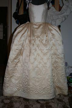 52128aa45dea79 45 geweldige afbeeldingen over verkleed kleren - Dressmaking