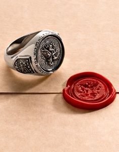 awesome Tendance lunettes : Tendance Joaillerie 2017 Seal Your Fate With A Grey Warden Signet Ring. Ring Verlobung, Signet Ring, Man Ring, Jewelry Accessories, Jewelry Design, Jewelry Rings, Man Jewelry, Gold Jewellery, Grey Warden