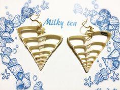 ニシキウズ貝科 断面をカットしたピアス♡  購入とブログはこちらから http://s.ameblo.jp/milky-tea-acc/entry-12022647581.html?frm_id=v.jpameblo  #shell #sea