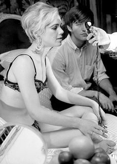 """Edie Sedgwick on the set of Beauty No. 2, 1965. Edith Minturn ( Edie ) Sedgwick was an American heiress, socialite, actress, and fashion model. She is best known for being an Andy Warhol superstar. Sedgwick became known as 'The Girl of the Year' in 1965 after starring in several of Warhol's short films in the 1960s. She was dubbed an 'It Girl', while Vogue magazine also named her a 'Youthquaker'."""" Eddie Edi Edy Sedgewick Sedwick #EdieSedgwick #Sixties #PopArt #UndergroundFilm #ArtFilms"""
