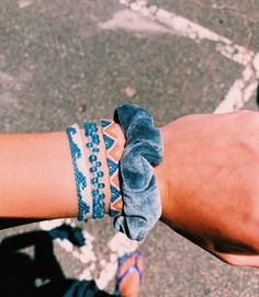 Diy Bracelets Patterns, Thread Bracelets, Diy Bracelets Easy, Friend Bracelets, Summer Bracelets, Bracelet Crafts, Cute Bracelets, Ankle Bracelets, Bracelet Designs