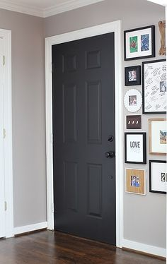 Wondering how mad the hubs would get if he came home to all the interior doors being painted black. Door Color: Black Suede by Behr / – Interior Design Black Interior Doors, Interior Paint, Interior Design, Painted Interior Doors, Interior Door Colors, Luxury Interior, Style At Home, Home Look, Suede Paint