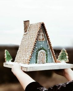 The Magic of Christmas + Gingerbread Houses - The Inspired Room - natural christmas decorating Gingerbread House Designs, Christmas Gingerbread House, Noel Christmas, Merry Little Christmas, Christmas Treats, Christmas Baking, Winter Christmas, Christmas Decorations, Gingerbread Houses