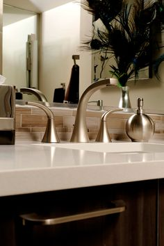 Top Home Design Ideas, Interior Design Ideas and Architecture Inspiration Small Sink, Small Bathroom, Master Bathroom, Bathroom Faucets, Sinks, Diy Bathroom Remodel, House Rooms, Kitchen And Bath, Bathroom Accessories