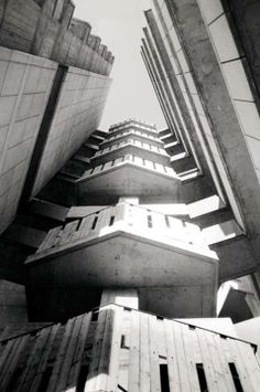 Denys Lasdun, Keeling House, Hackney Rd. London.