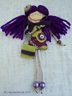 Broche muñequita en color verde y morado de El rinconcito de Zivi por DaWanda.com