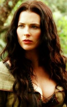 Bridget Regan as Kahlan Amnell, Legend of the Seeker - at certain angles her face is just absolute ideal PERFECT BEAUTY Sword Of Truth, Bridget Regan, Jane The Virgin, Fantasy Girl, Beautiful Actresses, Female Characters, Pretty Woman, Beauty Women, Actors & Actresses