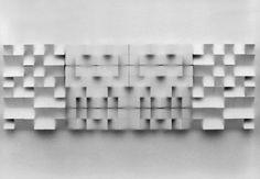Klaus Staudt: Architektonisch, 1978. Polystyrol, Plexiglas. 75 x 105 x 6 cm.