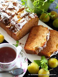 proste-ciasto-z-maslem-orzechowym-i-sliwkami-renklodami