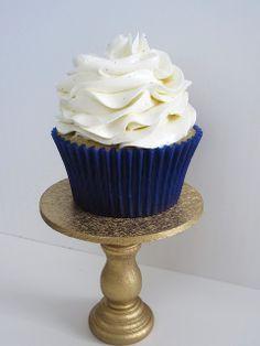 Vanilla cupcakes with Vanilla Bean Swiss Meringue Buttercream by Beyond Frosting, via Flickr