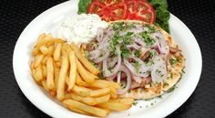 Gyros tál házilag saját sütésű pitával Spaghetti, Chicken, Ethnic Recipes, Food, Essen, Meals, Yemek, Noodle, Eten