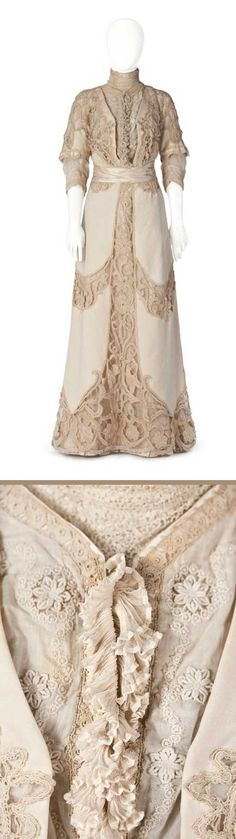 White wool with sheer lace decorations. Ruffles in front from neck to waist, layer upon layer. Short-sleeve jacket with large Oriental-patterned bobbin lace. Lace decorations on skirt. Hallwylska Museum, Sweden by florine Edwardian Dress, Edwardian Fashion, Edwardian Era, Vintage Fashion, Victorian, Antique Clothing, Historical Clothing, Edwardian Clothing, Vintage Gowns