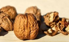 Health Benefits Of Walnuts, Yummy Snacks, Snack Recipes, Protein Sources, Graham Crackers, Superfood, Ethnic Recipes, Sunflower Seeds, High Protein
