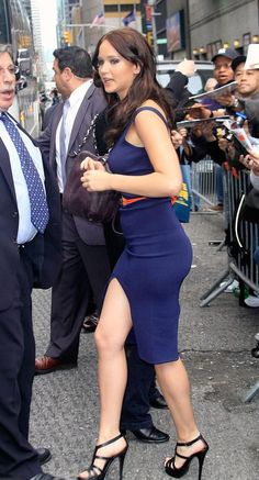 Jennifer Lawrence banging sexy appeal in a curve hugging blue dress and stappy high heels Beautiful Celebrities, Most Beautiful Women, Beautiful Actresses, Jennifer Lawrence Legs, Jennifer Laurence, Femmes Les Plus Sexy, Katniss Everdeen, Emma Stone, Hollywood Actresses