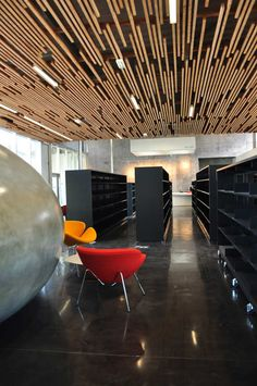 Multimedia Library And HQE Auditorium / deAlzua+, Atelier 9.81