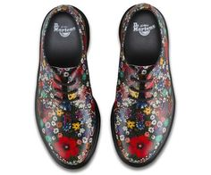 Martens 1461 Shoes reinvented with a grunge inspired floral print. Dr. Martens, Suede Shoes, Lace Up Shoes, Me Too Shoes, Sock Shoes, Shoe Boots, Vans Shoes Fashion, Good Work Boots, New Flame