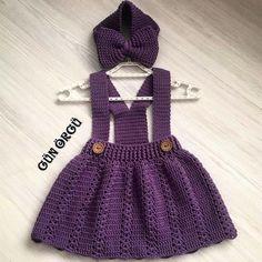 """Instagram'da Crochê Inovador: """"Fofuras em forma de crochê ❤ Leia a descrição⤵ . 📷 by @gun.orgu . . ▶Separamos um super guia com 2 mil gráficos criado com carinho para…"""" Booties Crochet, Knit Crochet, Childrens Coats, Baby Coat, Crochet Skirts, Crochet Baby Clothes, Crochet Tablecloth, Baby Sweaters, Crochet For Kids"""