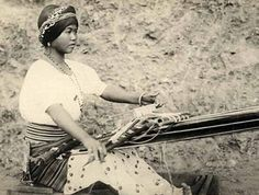 Photo of Traditional weaving for fans of The Philippines 488962 Philippines People, Philippines Culture, Vintage Photographs, Vintage Photos, Filipino Culture, Historical Pictures, Black History, Book Art, The Past