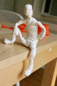 Mumie basteln - super Idee zu Halloween-dekoking.com