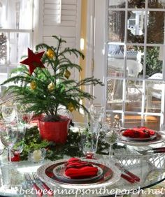 Create a beautiful table this Christmas with Spode Christmas Tree Garland. This table setting includes a fun Christmas tree napkin fold. Christmas Tree Napkin Fold, Christmas Tree On Table, Spode Christmas Tree, Cool Christmas Trees, Christmas Tree Design, Christmas Table Settings, Christmas Porch, Christmas Tablescapes, Christmas Tree Themes