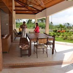 Que tipo de móveis usar?: Piscinas rústicas por Solange Figueiredo - ALLS Arquitetura e engenharia