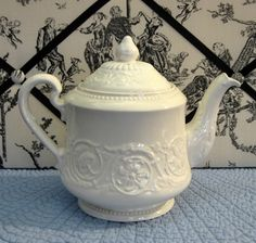 Teapot Wedgwood Embossed Patrician Floral Creamware 1969 4-6 cups  $95.00  #wedgwood  #teapot  #English  #antiquesandteascups