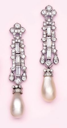 Art Deco era - Exquisite and dramatic 16mm Natural pearl, baguette diamond, diamond and platinum earrings. French