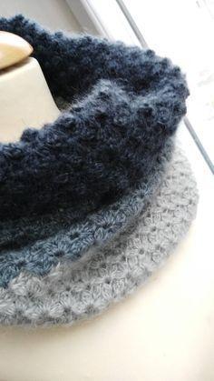 snood simple au crochet Plus Col Crochet, Crochet Blanket Border, Crochet Snood, Crochet Baby Bibs, Bonnet Crochet, Crochet Slippers, Crochet Granny, Crochet Scarves, Easy Crochet